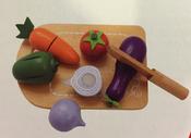 Grönsaker i trä med skärbräda